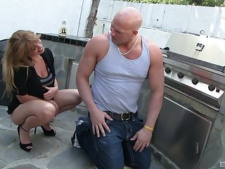 MILF Lucky Benton gets penetrated by handyman's big dick